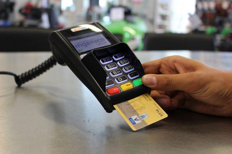 Fisco, dal 2020 detrazioni solo con carte: arriva lo sconto sui Pos