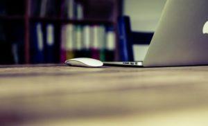 Smart working: chi resta a casa e chi torna in ufficio